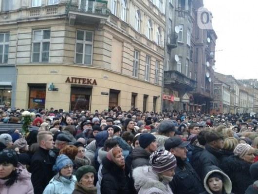 ВИДЕО: Украина во Львове попрощалась с Кузьмой из Скрябина